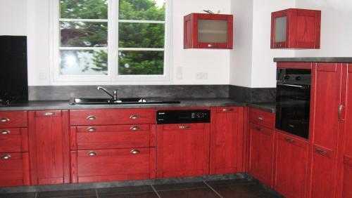 cuisine-bois-exotique-rouge